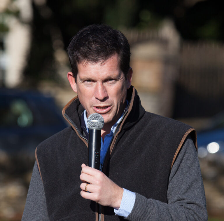 New play park opened by Tim Henman